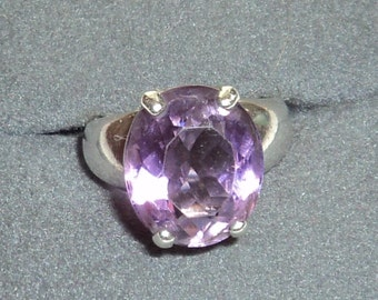 Vintage .925 Silver Ring with Amethyst Stone