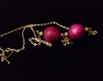 Chunky bead necklace with skull and crossbones charm