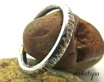 Sterling silver Ring.. Wedding Band.. Men's / women's Ring.. Silver Band.. Hammered Ring.. Rustic Ring.. Rustic Band..