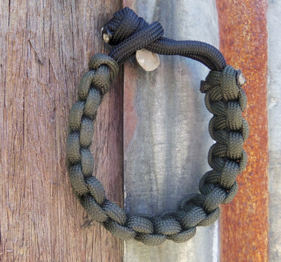 Army Green and Black Survival Bracelet Gift for Sports Fan Husband Father's Day Son Daughter Boyfriend Outdoor Adventurer
