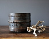 Old Rusty Iron Pot from India - DelfinDesign