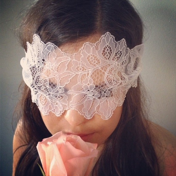 Boudoir Lace Mask in White