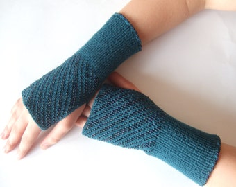 Beaded petrol fingerless gloves, wrist warmers, fingerless mittens. Soft, thin and warm.Handmade.