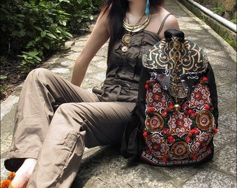 backpack Hmong/Tribal style, with vintage embroidered piece, vintage redesign/Backpack Canvas/Computer bag / leisure bag
