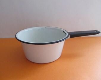 Enamelware Pan, Enamelware, Vintage Pots and Pans, Cabins, Vintage Kitchen, White Enamelware