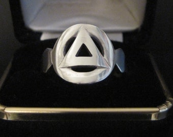 Beautifully Hand Crafted Circle & Triangle Recovery Sterling Silver Ring. 2a