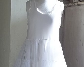 Vtg. Little girls  Nylon white petticoat Size 8