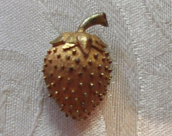 Vintage 50s GOld Tone Strawbery Brooch Pin