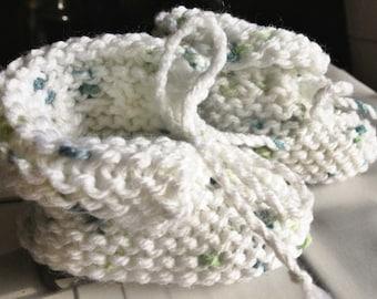 Handknit Baby Booties - Gender Neutral Baby Clothes - Knit Booties - White Green Knit Baby Booties - Baby Slippers - Newborn Baby Booties