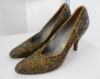 VINTAGE 50s Beaded Encrusted Gold Neutral HandMade Hong Kong Coronet Shoes 7