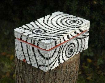 Mosaic box , white and black