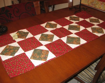 TABLE RUNNER in red and green