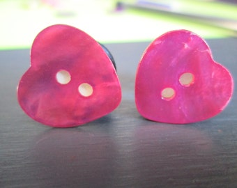 Pink Shell Heart Button Plugs - Available in 0g, 00g, and 1/2 in.