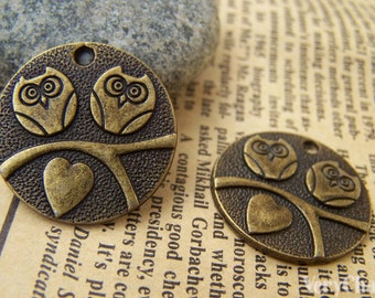 10 pcs of Antique Bronze Two Owls In Love Round Charms 25mm A116