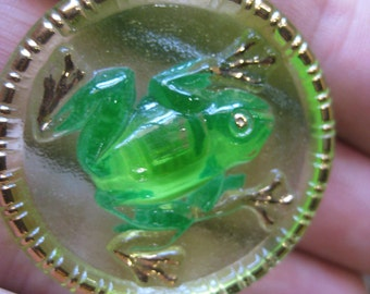 Green Frog in Vaseline Czech Glass Button 35mm