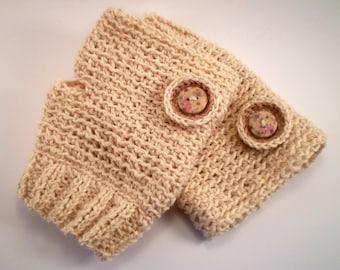 Cream yarn mittens with floral design button