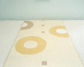 Geometric Modern Quilt Bed Runner - Khaki Rings