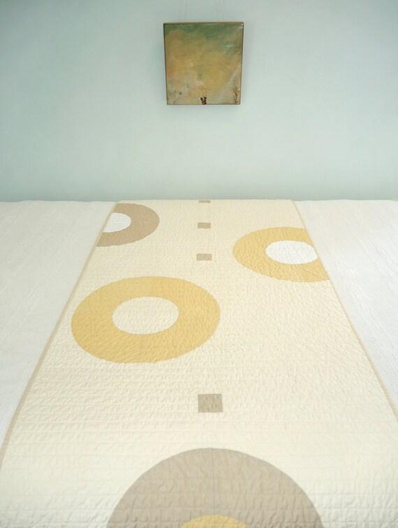 Modern Quilt Bed Runner - Khaki Rings