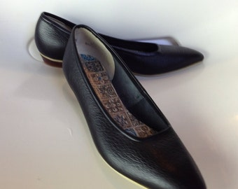 Vintage 1950s Sophisticates Pleather Pointy Flats Deadstock Size 5