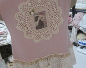 SALE..! Vintage Kitty.. beautiful grungy dyed muslin cropped tunic. dusky rose pink.. doilies, lace, roses.. mother of PEARL buttons.. Med/X