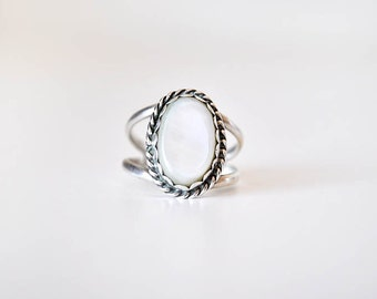 Vintage Ring Sterling Silver Mother of Pearl