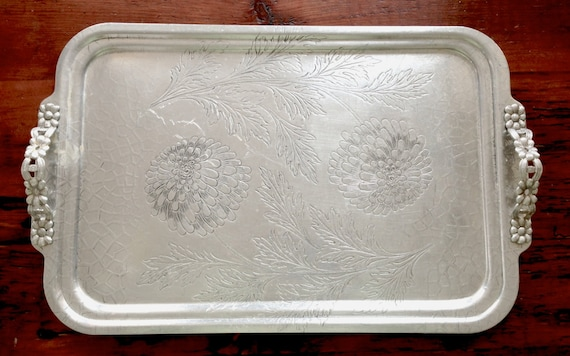 vintage aluminum trays vintage aluminum tray handles flowers by vintagejunkinmytrunk 3156