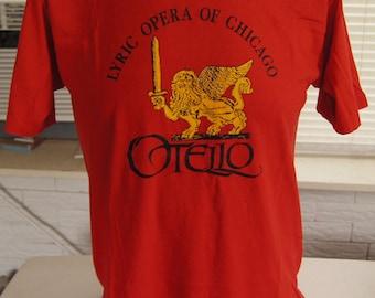 LYRiC OPERA CHiCAGO T SHiRT (vintage) Verdi Otello 1985 Red Large (42 inches around chest)
