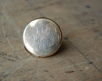antique round photo locket / 1920s locket / THE STING