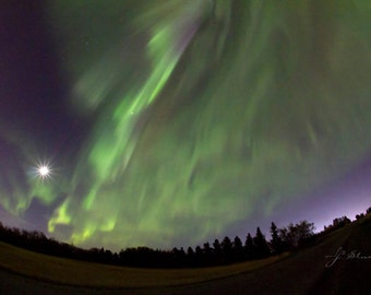 northern lights photograph, aurora borealis photography, light above, green aurora trails, trailing light, full moon, night skies