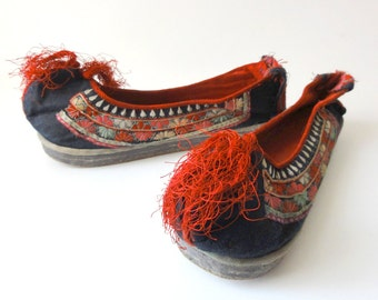 Vintage Chinese Embroidered Slippers Shoes Size Small