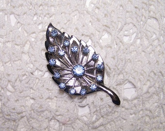 "Beautiful Blue Rhinestone Leaf Brooch on Silver Tone Large 3""- 50s 40s 60s Vintage Jewelry Pin Flower"