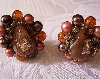 Brown Caramel Foil Cluster Clip On Earrings Gold Tone Vintage Japan Orange Rust Round Lucite Beads