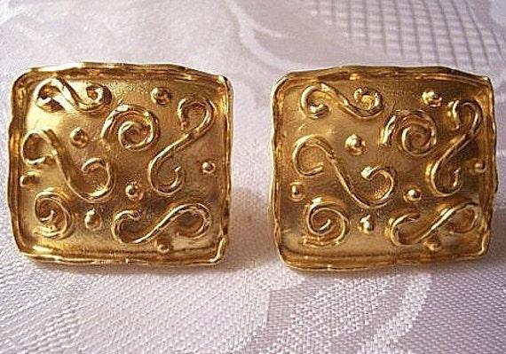 Park Lane Square Box Clip On Earrings Gold Tone Vintage Raised Scrolls Raised Rimmed Edges White Pads