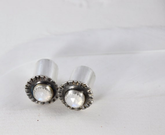 0 Gauge Rainbow Moonstone Hammered Silver Plugs