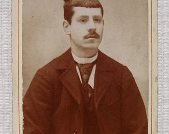 French Antique Photo / Carte de Visite (CDV) - Man in Paisley Tie (Barde, Lyon, France)