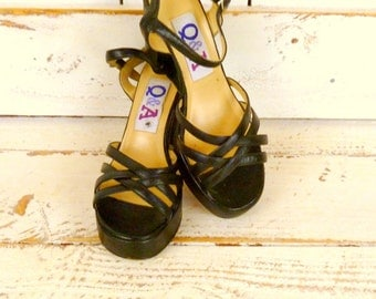 Black leather high heel platform vintage 90s sandals/club kid platform heels