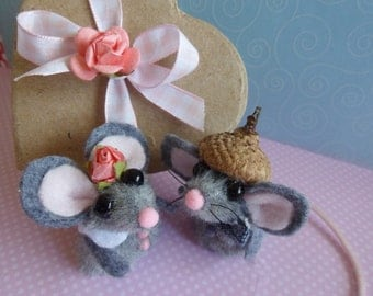 Valentine Mouse Finger Puppet  Sweethearts / Finger Puppets