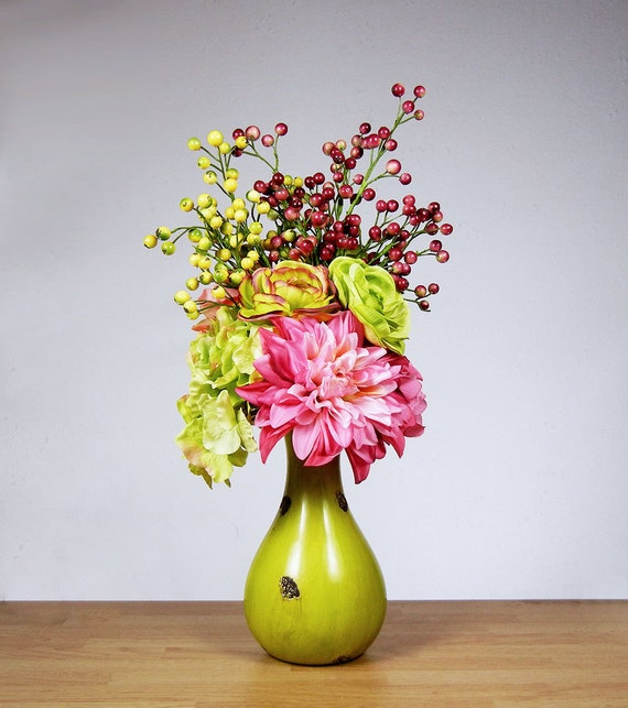 New hot pink lime green hydrangea rose mum table