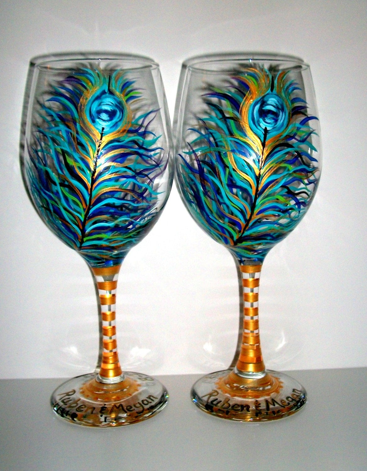 Peacock feathers hand painted wine glass 1 20 oz handpainted Images of painted wine glasses