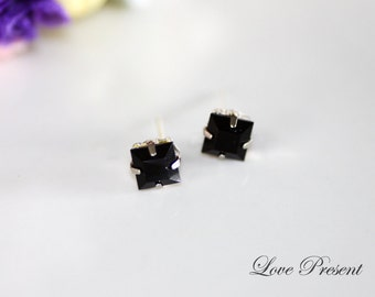 Grand Cool and Chic Swarovski Crystal Square earrings stud style  - Color Black Jet