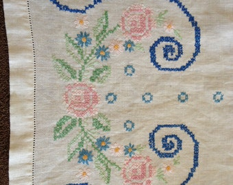 Vintage Table Runner Embroidered Table Linens