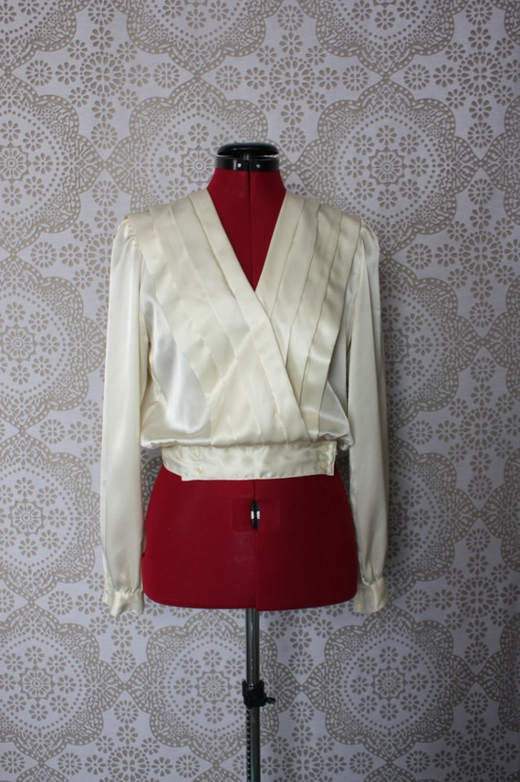 Vintage 1980's Women's Ivory Cropped Blouse Small
