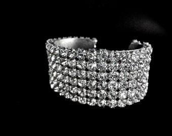 Bridal jewelry // Rhinestone cuff bracelet // Crystal rhinestone bracelet // Super sparkly // Statement bracelet // Adjustable // Prom //