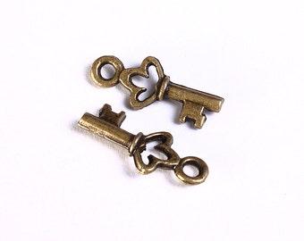 18mm Antique brass petite key charm - 18mm antique brass key pendant - Nickel free - Lead freee (982) - Flat rate shipping