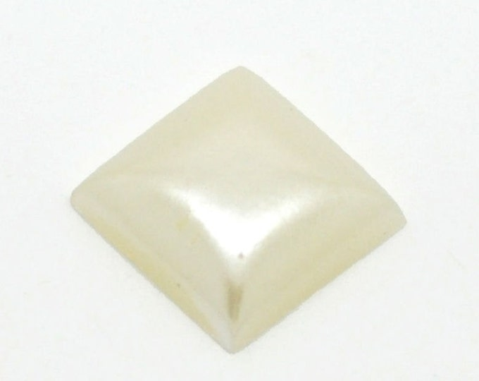 10mm Off-white square cabochons - 10mm Cream square cabochon - Domed cabochons (921) - Flat rate shipping