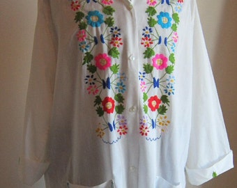Vintage 70s oversized blouse shirt  loose extra long white  with embroidery Bust 50  Volupt
