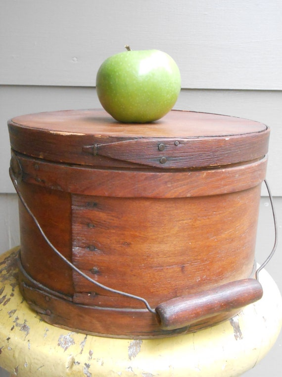 antique round wooden cheese box with lid and wire and wooden. Black Bedroom Furniture Sets. Home Design Ideas