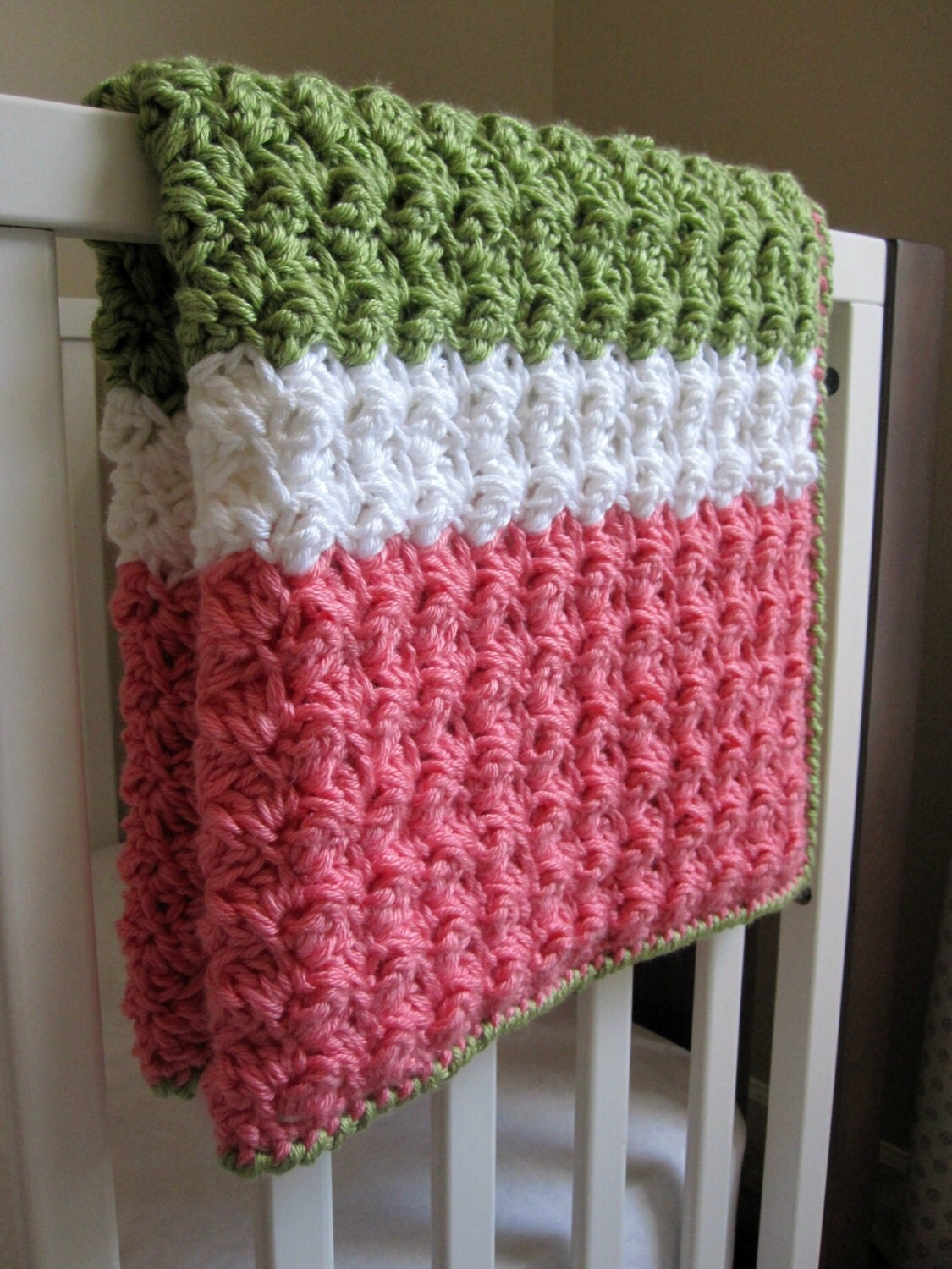 Crochet Afghan Patterns With 2 Colors : Chunky Preppy Baby Girl Reversible Crochet Blanket