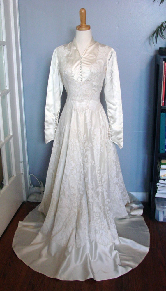 Sale vintage 1940s long sleeve wedding dress satin and floral for Long sleeve wedding dress for sale