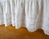 Vintage Lace Bedskirt - Ivory White Eyelet Lace - Queen Size Ruffle Bedskirt - Lace Dust Ruffle - Shabby Chic Bedskirt